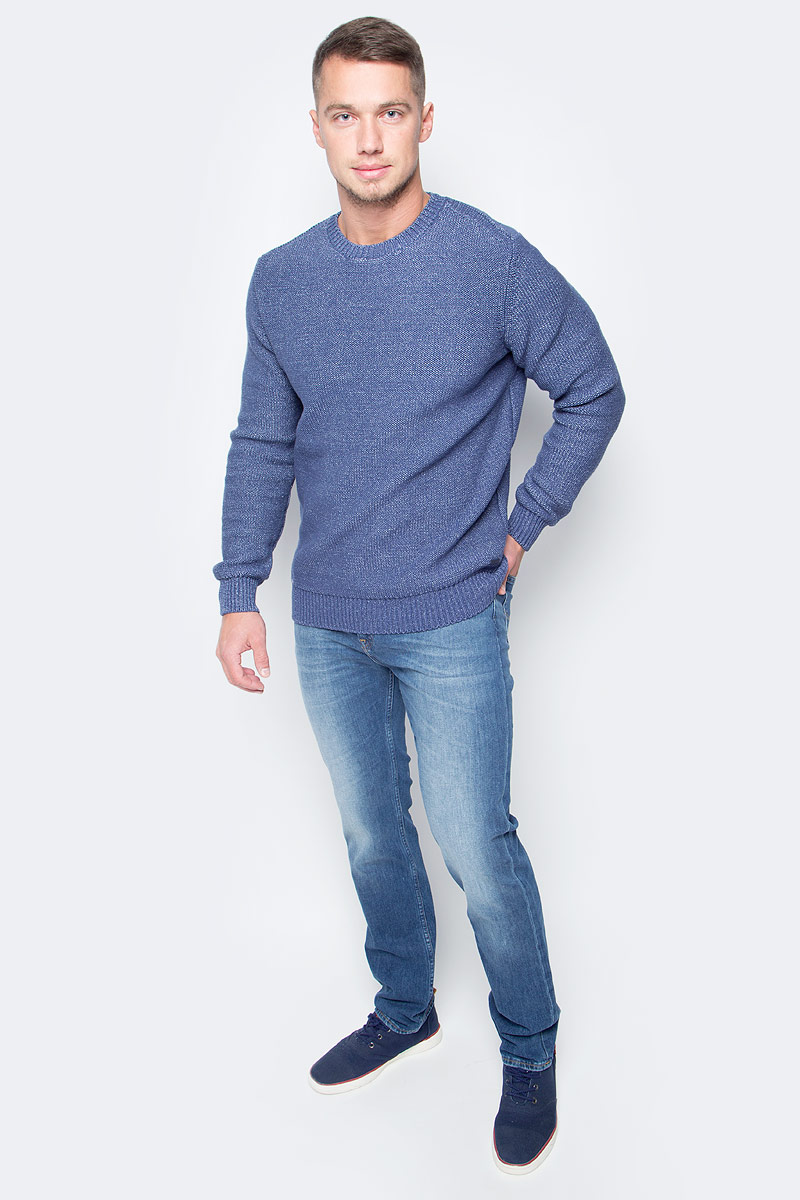 Джинсы мужские Lee, цвет: синий. L701APNP. Размер 34-32 (50-32)L701APNPМодные мужские джинсы Lee - это джинсы высочайшего качества, которые прекрасно сидят. Они выполнены из высококачественного натурального хлопка с небольшим добавлением эластана, что обеспечивает комфорт и удобство при носке. Классические прямые джинсы стандартной посадки станут отличным дополнением к вашему современному образу. Джинсы застегиваются на пуговицу в поясе и ширинку на застежке-молнии, а также дополнены шлевками для ремня. Джинсы имеют классический пятикарманный крой: спереди модель оформлена двумя втачными карманами и одним маленьким накладным кармашком, а сзади - двумя накладными карманами. Модель оформлена эффектом потертости и контрастной прострочкой. Эти модные и в тоже время комфортные джинсы послужат отличным дополнением к вашему гардеробу.