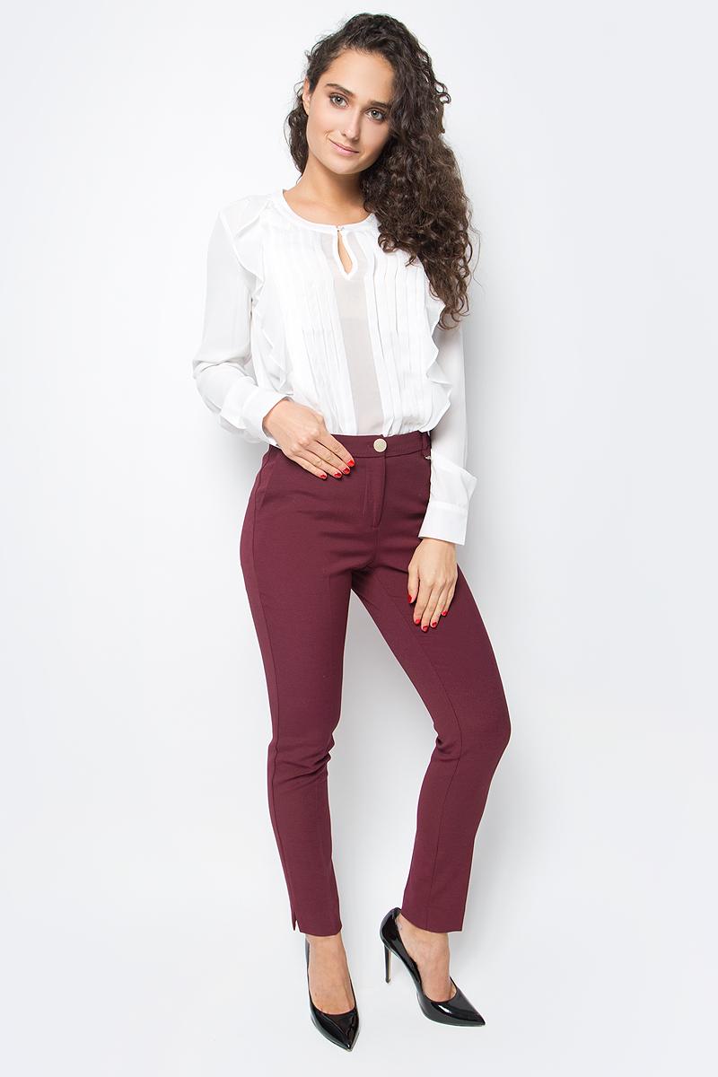 Блузка женская Baon, цвет: белый. B177526_Milk. Размер XL (50)B177526_MilkРоскошная блузка от Baon станет украшением вашего делового гардероба. Изделие выполнено из струящегося крепа. Передняя часть блузки симметрично украшена декоративными складками-защипами и воланами. Блузка застегивается на пуговицу, расположенную у горловины.