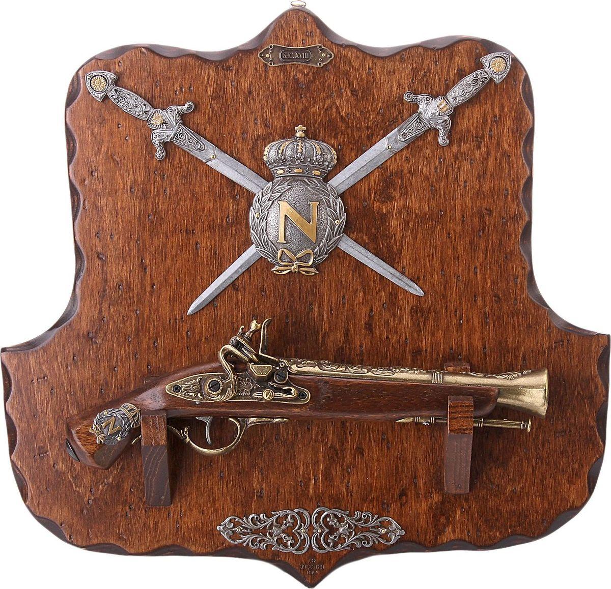 Сувенирное оружие La Balestra Макет пистоля и 2 кинжалов NapoIeon, на планшете, 45 х 42 х 6 см665982Состав: панель из березы, ствол пистоля из белой лимбы, металлические детали из цинково-алюминиевого сплава.