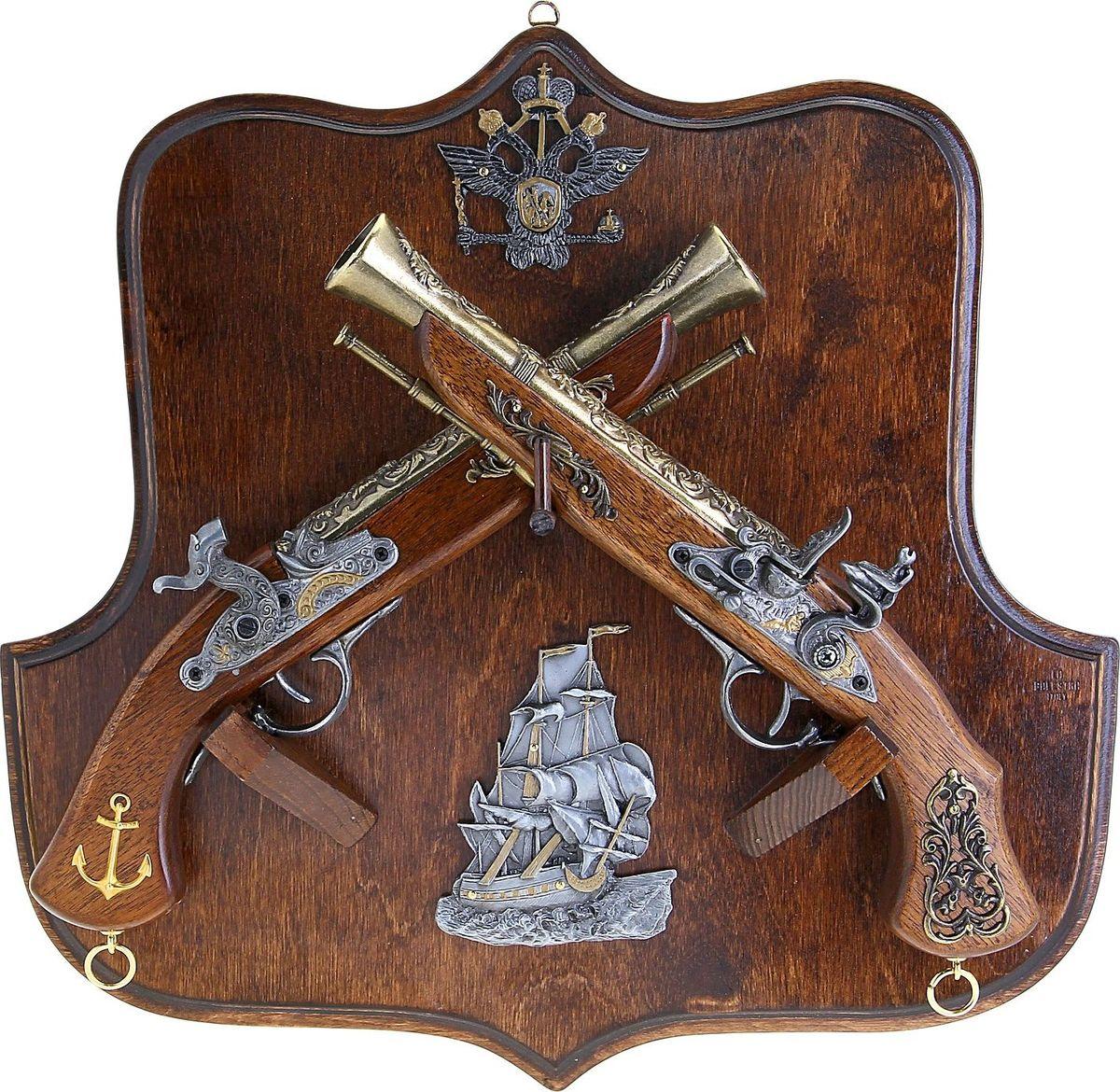 Сувенирное оружие La Balestra Макет 2 пистолей Морской бой, на планшете, 45 х 43 х 10 см2134824Состав: панель из березы, деревянные части пистолей из белой лимбы, металлические детали из цинково-алюминиевого сплава.