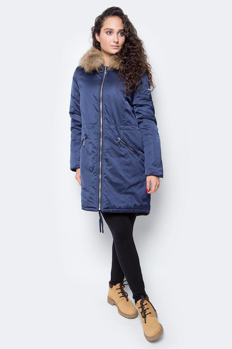 Куртка женская Baon, цвет: синий. B037561_Dark Navy. Размер XS (42)B037561_Dark NavyМодная куртка-парка от Baon выполнена из ткани с атласной фактурой. Роскошное сочетание материалов поможет вам создать эффектный аутфит. Капюшон не отстегивается, но при необходимости вы сможете отстегнуть опушку из натурального меха енота. Куртка застегивается на молнию, по бокам расположены карманы с застежками-молниями. Посадка изделия по талии регулируется при помощи внутренней кулиски со шнурком. Нижняя часть изделия также дополнена кулиской, а сзади расположен классический элемент парки - шлица.
