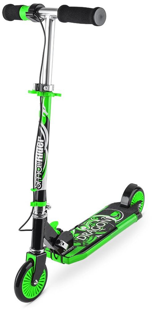 Самокат детский Small Rider Dragon, с дымом, звуком, светом, цвет: зеленый1154421Small Rider Dragon - это невероятный по современным возможностям развлекательный двухколесный самокат для детей от 3 до 10 лет. Невероятная привлекательность самоката в том, у него есть рукоятка-акселератор, при кручении которой самокат выпускает сзади платформы водяной дым, загораются фонари и звучит рев мотора. За все это отвечают обычные пальчиковые батарейки, которые потом легко и быстро заменяются (они не идут в комплекте). Прямо в центре платформы самоката отверстие, через которое пополняется резервуар для воды. Вы можете залить в него обычную воды из под крана. Далее, с помощью водяного охлаждения вода превращается в безопасный пар и как настоящий дым мотоцикла идет через выхлопную трубу. Водяной пар абсолютно безопасен, им нельзя обжечься или получить какую-либо травму. Он не содержит вредных веществ, потому что его основа - обычная чистая вода. Это настоящий огнедышащий дракон, на котором будет летать ваш ребенок! Самокат становится не просто тренажером или средством передвижения.Детское воображение превратит рутинное катание в парке или сквере в игру, а самокат создаст для окружающих настоящее шоу. Равнодушных точно не будет! Учитывая такие необычные свойства вы приятно удивите своих детей или детей друзей, подарив Small Rider Dragon. Они будут в восторге, а вы проявите себя человеком, дарящим интересные, чудесные подарки.