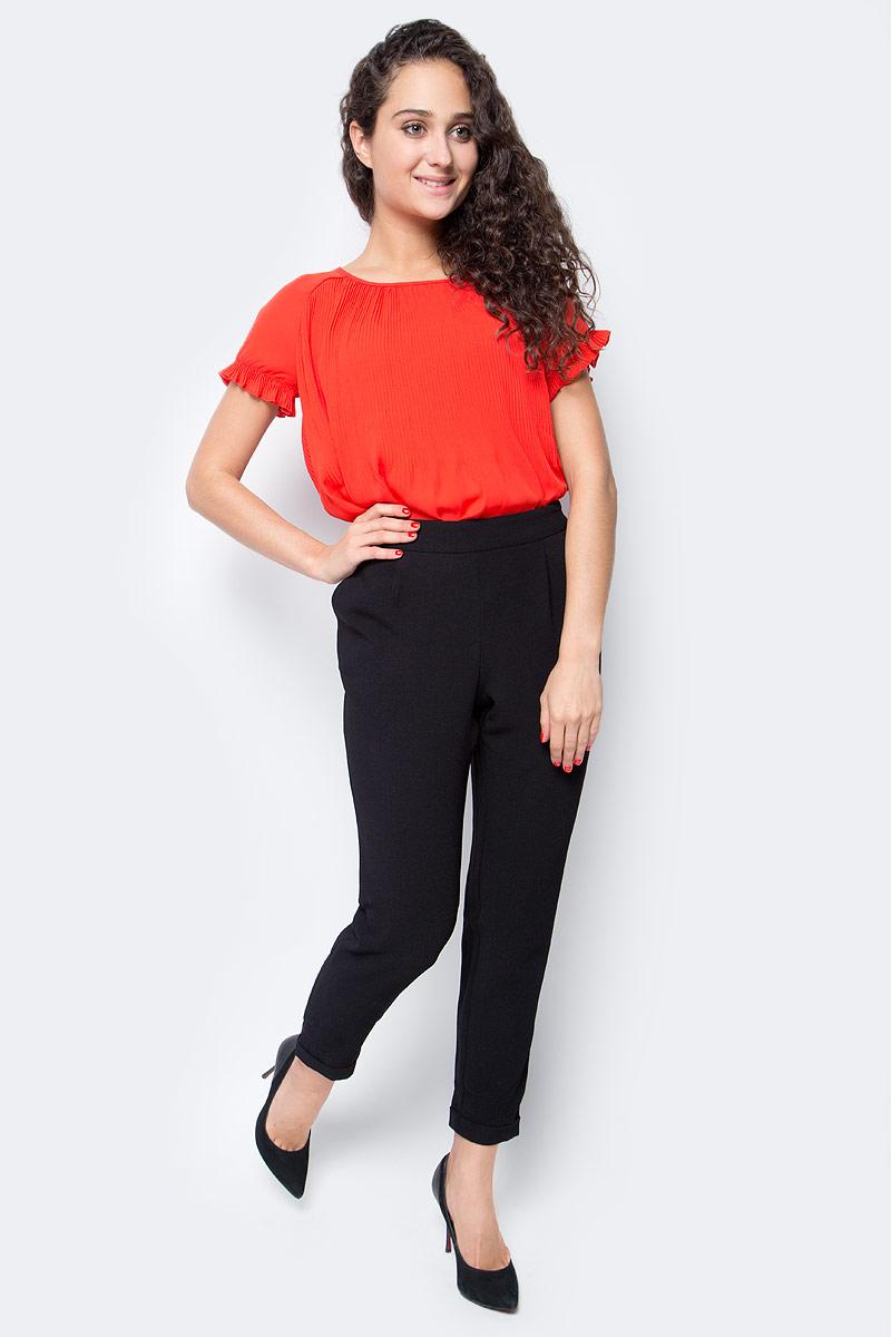Брюки жен Only, цвет: черный. 15137833_Black. Размер L (48)15137833_BlackСтильные женские брюки Only, выполненные в классическом стиле, разнообразят ваш повседневный гардероб. Укороченная модель зауженного кроя имеет пояс на широкой резинке и дополнена двумя втачными карманами. Сзади - имитация прорезных карманов. Модель подойдет для прогулок и дружеских встреч и дополнит гардероб в любом стиле.