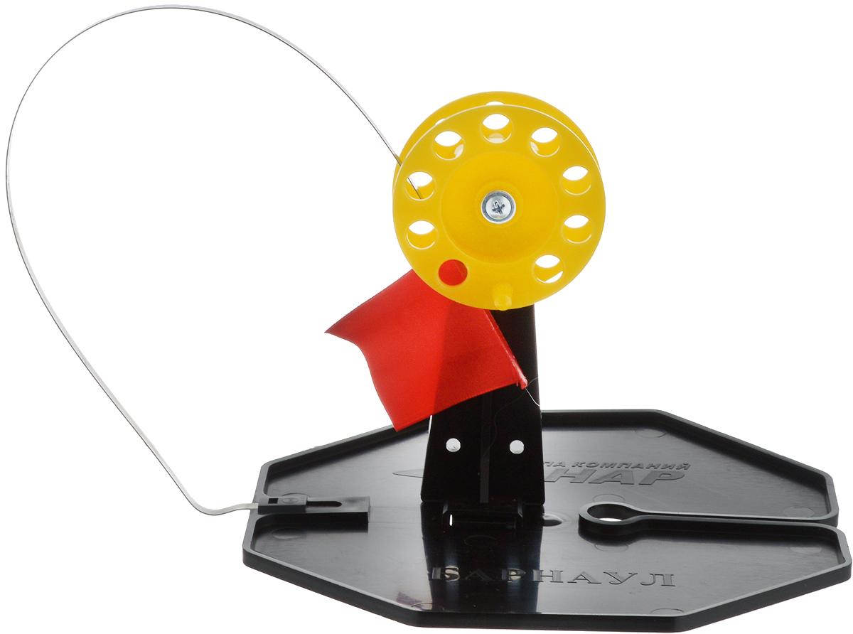Жерлица неоснащенная Asseri, цвет: черный, желтый, красный2043363_черный, желтый, красныйС помощью жерлицы для зимней рыбалки Asseri можно обеспечить легкий процесс рыбной ловли на окуней, щук, судаков и других хищников. Конструкция довольно надежная и прочная. Для лучшей сигнализации имеется флажок, который выпрямляется во время поклевки. Используется для ловли рыбы на затемненную лунку.Большое и прочное основание из морозостойкого полипропилена гарантирует затемнение и защиту лунки от замерзания. На основании находятся: прорезь для заводы лески, паз для крепления стойки с катушкой, паз под крепление сигнализатора.Размер жерлицы: 18 х 18 х 14 см. Длина флажка: 37 см.