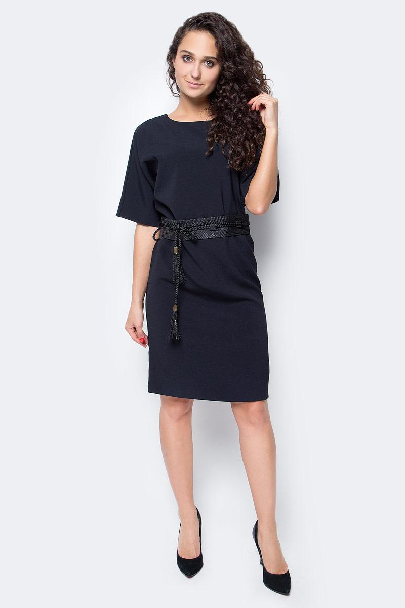 Платье Baon, цвет: черный. B457527_Black. Размер L (48)B457527_BlackЛаконичное по своему дизайну платье от Baon дополнено ультрамодной деталью - поясом-оби, создающим приталенный силуэт. Пояс выполнен из искусственной кожи с тиснением под рептилию и дополнен завязывающимся шнурком с кистями. Платье имеет рукава кроя летучая мышь и застежку-молнию на спине.