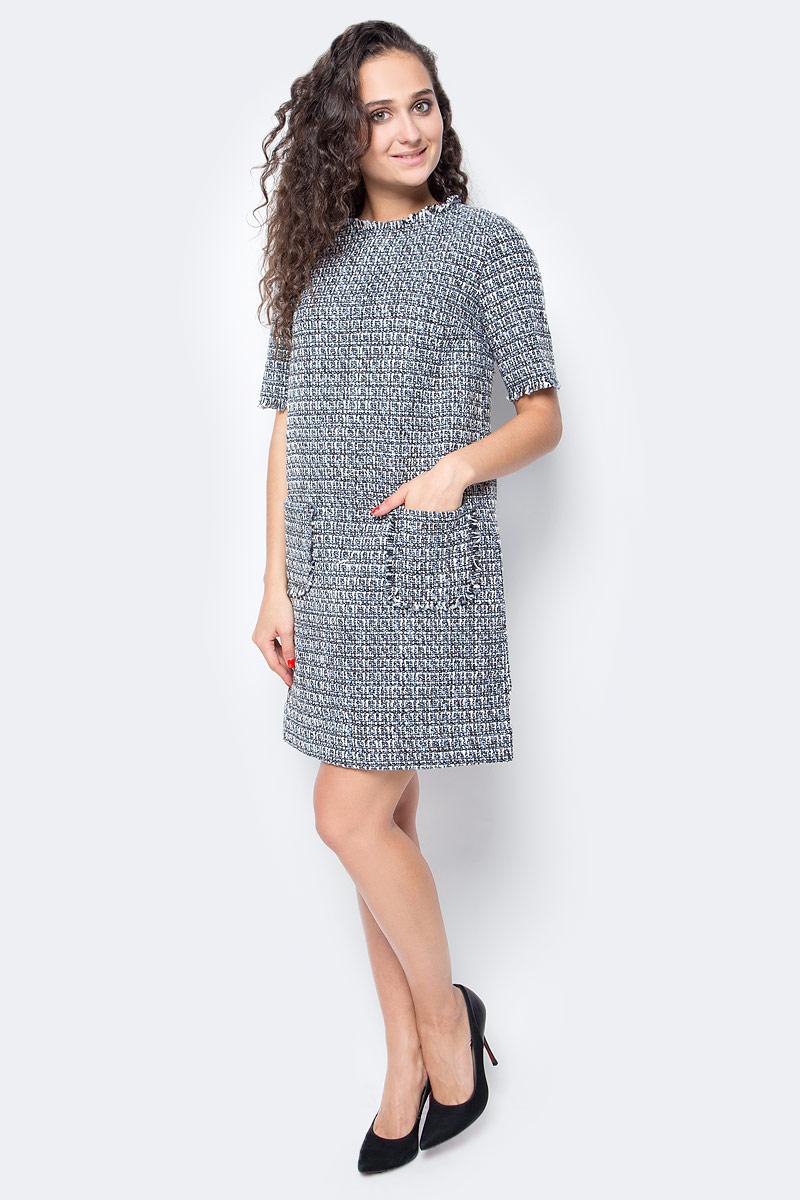 Платье Baon, цвет: серый, голубой. B457515_Myosotis Jacquard. Размер M (46)B457515_Myosotis JacquardЭлегантное твидовое платье от Baon на шелковистой подкладке создано специально для поклонниц лаконичной роскоши. В таком наряде вы будете чувствовать себя самой элегантной и стильной. Модель имеет прямой крой, помогающий скрывать недостатки фигуры и делать акцент на ее достоинствах. Платье застегивается при помощи молнии, расположенной на спине. Передняя часть изделия декорирована карманами.