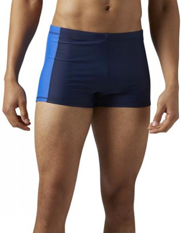 Плавки-боксеры мужские Reebok Bw Pool Short, цвет: темно-синий. BQ6026. Размер L (52/54)BQ6026Ты не представляешь свою жизнь без воды. И неважно, что тебе больше по душе – ставить рекорды в бассейне или расслабляться в гидромассажной ванне. В этих плавках с удобным регулируемым поясом тебе будет комфортно вездеОблегающий крой отлично подходит для интенсивных тренировок и совершенно не стесняет движенийПодкладка спереди для комфортаПояс на шнурке для оптимальной посадкиАсимметричный дизайн с цветной вставкойМатериал: 78% переработанный полиэстер / 22% эластан; для нас важна каждая нить. Использование в производстве переработанного полиэстера сохраняет природные ресурсы и уменьшает выбросы в атмосферу
