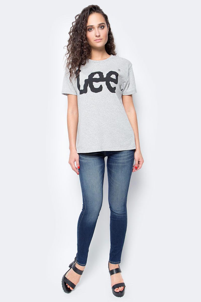 Футболка женская Lee, цвет: серый меланж. L40LEP37. Размер S (42)L40LEP37Женская футболка Lee выполнена из хлопка с полиэстером. Модель с круглым вырезом горловины и короткими рукавами оформлена контрастным принтом с названием бренда.