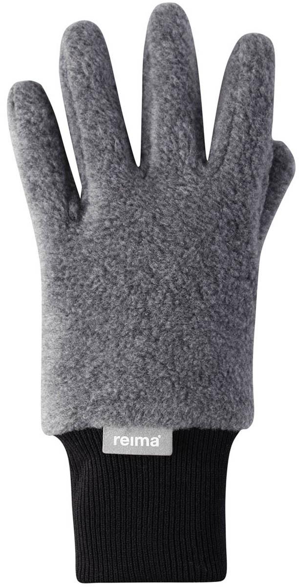 Перчатки детские Reima Osk, цвет: серый. 5272799400. Размер 55272799400Мягкие и удобные детские перчатки от Reima выполнены из флиса (100% полиэстер). Теплый, дышащий и быстросохнущий флисовый материал отводит влагу в верхние слои. Облегченная модель без подкладки превосходно подойдет для поддевания под непромокаемые варежки в морозную погоду. Удобная резинка. Снабжены кнопкой и пристегиваются друг к другу для хранения.