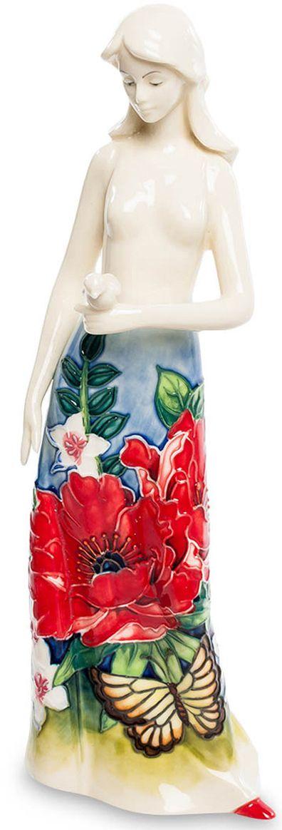 Статуэтка Pavone Девушка. JP-852/ 3JP-852/ 3Статуэтка Девушки высотой 26 см.Одинокая девушка, гуляющая по пляжу в ожидании чуда…Эта фарфоровая девушка прекрасна, как сама Весна. Длинное платье барышни покрыто цветами и листьями трав. Разнообразная флора привлекла внимание крупной бабочки желтого цвета. Она тоже решила украсить собой одеяние красавицы. В руке девушка бережно держит небольшого птенца, что символизирует собой заботу.