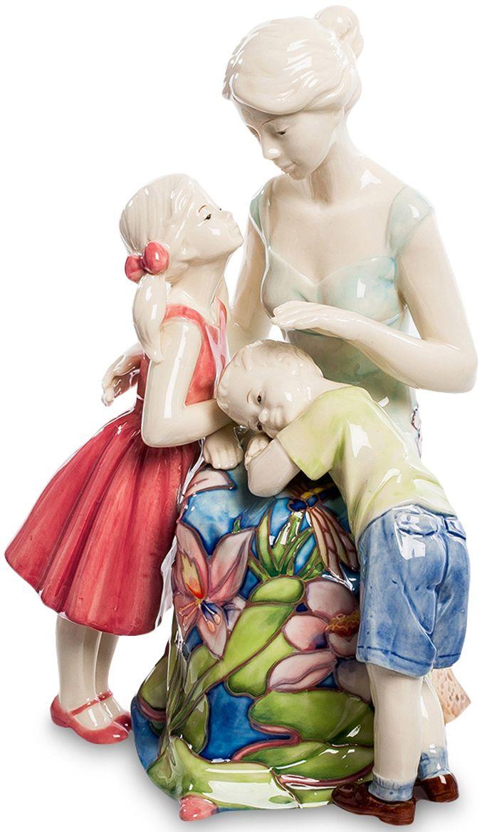 Статуэтка Pavone Мамина любовь. JP-12/26JP-12/26Фигурка Девушки высотой 22 см.Забота о людях, однажды вошедшая в сердце человека, превратится в настоящее сокровище, когда эти люди вырастут.Нежная и чувственная статуэтка станет великолепным подарком для каждого члена семьи. Вся композиция пропитана любовью и жертвенностью, которые испытывает каждая любящая мать к своим детям. Фарфоровая статуэтка символизирует нежную любовь, заботу и радость, которую только мама может дать своим любимым малышам. Прекрасный сувенир позволит украсить интерьер любой квартиры или дома.