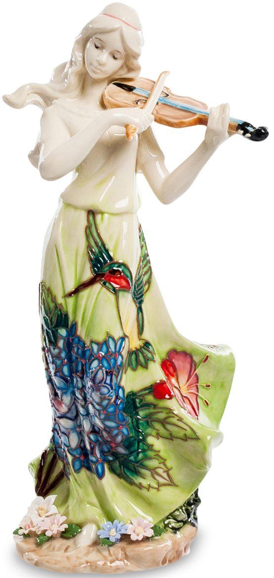 Статуэтка девушка Pavone Волшебная скрипка. JP-37/ 7JP-37/ 7Статуэтка Девушки высотой 25 см.Любимый инструмент Шерлока Холмса помогал великому детективу сосредоточиться и решать сложнейшие задачи. А нам, обычным людям, остаётся лишь наслаждаться сладостным звучанием этого инструмента!Статуэтка девушки Волшебная скрипка очаровывает и восхищает покупателей с первых мгновений! Посмотрите, сколько нежности, грации и утонченности вложили дизайнеры в это изделие! Удивительно красивый наряд девушки приковывает взгляды и переносит нас в мир тепла, гармонии и ласковых солнечных лучей. Обратите внимание на цветы у ног скрипачки – они, будто бы, распустились от прекрасной игры и впитывают в себя волшебные звуки восхитительной мелодии. Ласковый ветерок развевает волосы и платье прекрасной героини, подчеркивая воздушность и легкость фигурки. Вне всякого сомнения, перед нами истинный шедевр, который станет украшением вашего дома.