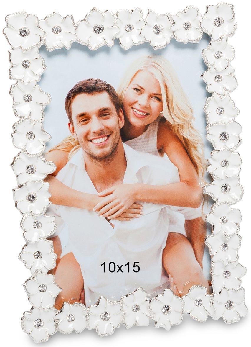 Фоторамка Bellezza Casa Цветочный вальс, фото 10х15. CHK-194CHK-194Фоторамка для фотографий 10х15 см.Фоторамка Цветочный вальс украшена белыми цветами, и придется по душе любой девушке. Вставить в такую рамку снимок с любимым - и она будет радовать взгляд и будоражить воспоминания долгие годы. Также в такой фоторамке отлично будет смотреться снимок с ребенком или близким родственником. Отличный подарок, который можно использовать с большой пользой.