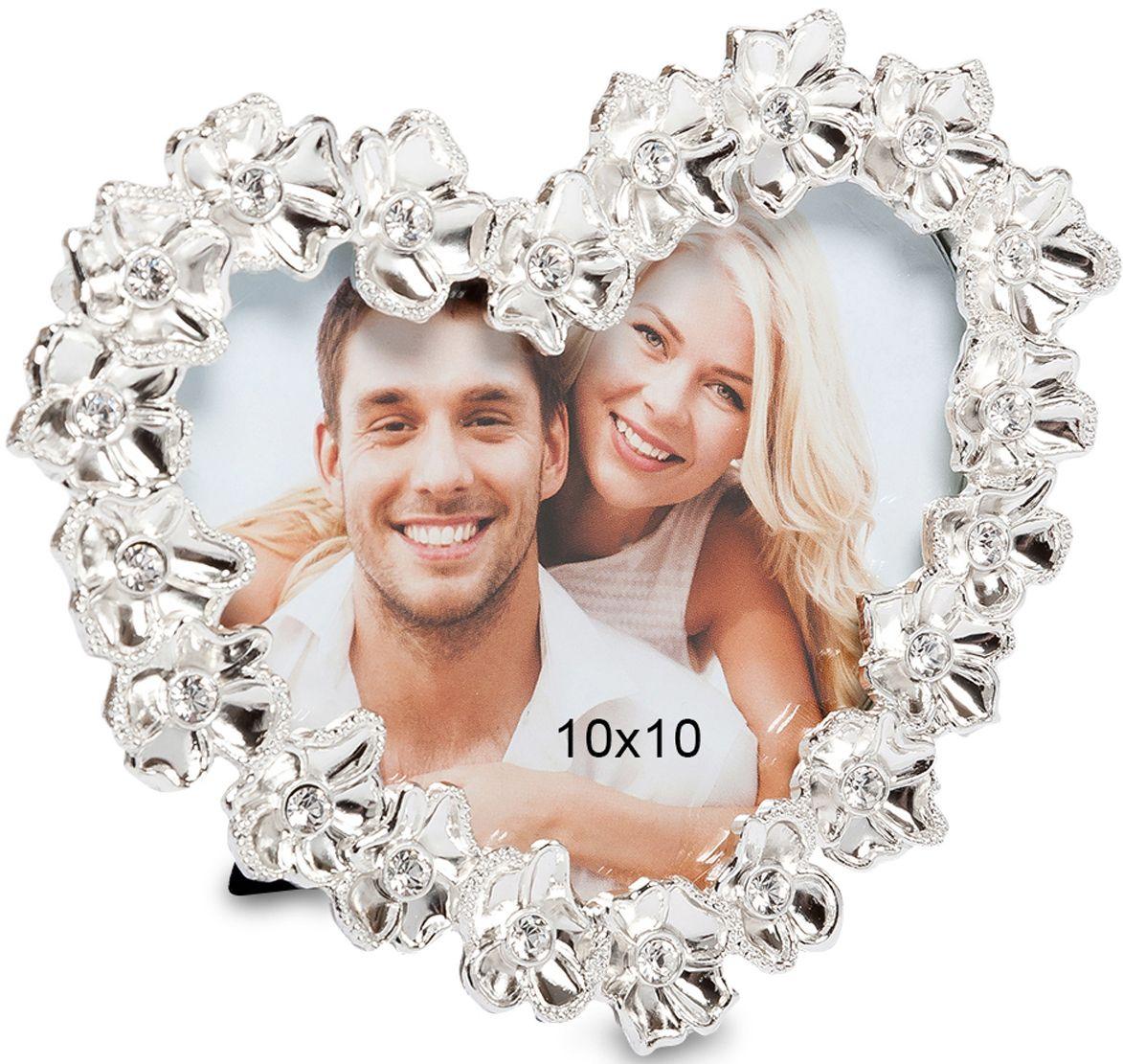 Фоторамка Bellezza Casa Цветочное сердце, фото 10х10. CHK-197CHK-197Фоторамка сердце для фотографий 10х10 см.Металлическая фоторамка Цветочное сердце украшена изысканными белоснежными цветами. Создает обстановку вечной романтики. Изящно обрамляет снимки счастливых влюбленных пар. Поставленная в спальне или гостиной, рамка великолепно отражает светлую любовь владельцев дома. Помогает надолго сохранить теплые взаимоотношения. Станет изумительным подарком любимому в День Влюбленных, на дату знакомства или годовщину бракосочетания.