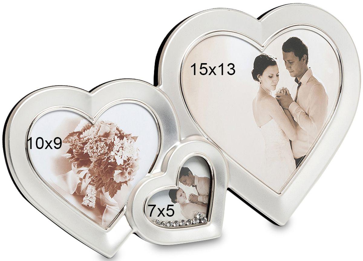 Фоторамка Bellezza Casa Влюбленные сердца, на 3 фото: 10х9, 7х5, 15х13. CHK-039CHK-039Фоторамка Сердце на 3 фото для фотографий 10х9, 7х5 и 15х13 см.Если вы хотите порадовать любимую на вашу годовщину, то преподнесите ей удивительно необычную, неординарную рамку для фото. Влюбленные сердца – это рамка превосходная, роскошная, именно для этого и создана. Здесь вы сможете разместить фотографии оригинальные по своим формам и разные по размерам. Все три рамочки, соединенные в одну имеют форму сердечек. Рамочка не перегружена деталями, и это является ее огромным плюсом перед другими рамками. Деталей в ней немного, но это делает ее особенной. Лишь одно маленькое сердце украшено мелкими камешками, но в этом вся прелесть этого роскошного места для фотографии.