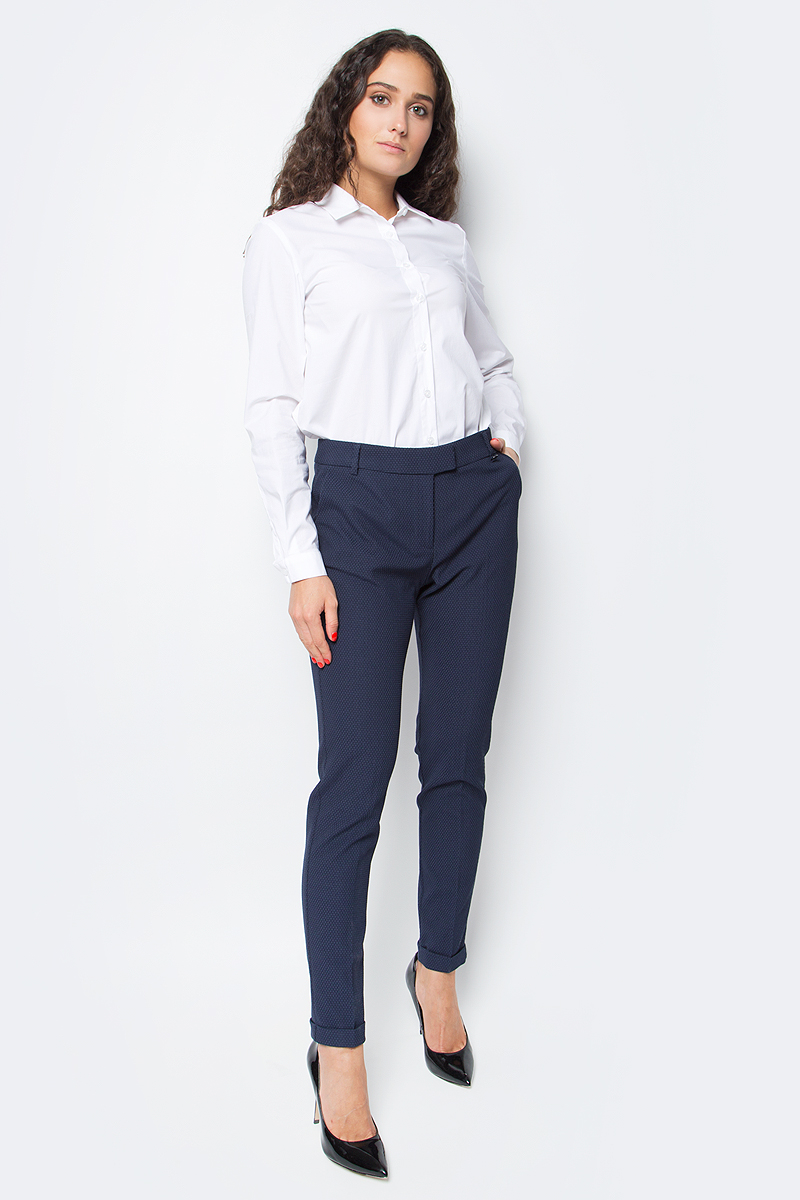 Блузка женская Baon, цвет: белый. B177520_White. Размер S (44)B177520_WhiteСекрет элегантного делового образа кроется в лаконичности его составляющих. Эта блузка от Baon станет отличной основой для создания делового аутфита. Изделие выполнено из полотна с легким эффектом стрейч. Блузка имеет прямой крой и удлиненную спинку. Спереди расположена застежка на пуговицы.