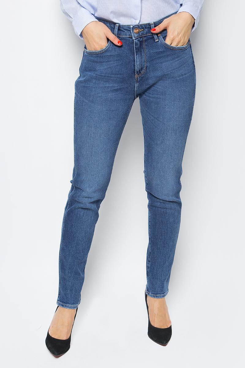 Купить Джинсы женские Wrangler Boyfriend, цвет: синий. W27M70016. Размер 27-30 (42/44-30)