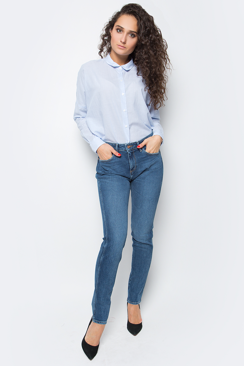 Джинсы женские Wrangler Boyfriend, цвет: синий. W27M70016. Размер 30-34 (46-34)W27M70016Женские джинсы Wrangler станут отличным дополнением к вашему гардеробу. Джинсы выполнены из эластичного хлопка. Изделие мягкое и приятное на ощупь, не сковывает движения и позволяет коже дышать.Модель зауженного кроя на поясе застегивается на металлическую пуговицу и ширинку на металлической застежке-молнии, а также предусмотрены шлевки для ремня. Модель имеет классический пятикарманный крой: спереди расположены два втачных кармана и один маленький кармашек, а сзади - два накладных кармана.Современный дизайн, отличное качество и расцветка делают эти джинсы модным, стильным и практичным предметом мужской одежды. Такая модель подарит вам комфорт в течение всего дня.