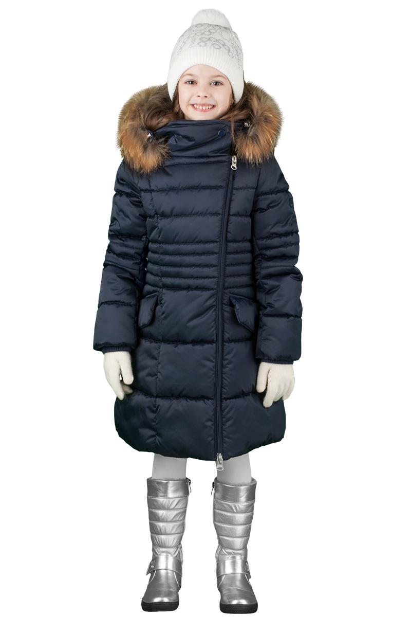 Пальто для девочки Boom!, цвет: темно-синий. 70474_BOG_вар.3. Размер 116, 5-6 лет70474_BOG_вар.3Зимнее классическое пальто для девочки Boom! c капюшоном и длинными рукавами выполнено из высококачественного материала. Модель застегивается на асимметричную застежку-молнию спереди. Меховая опушка из натурального меха. Рукава дополнены трикотажными манжетами.