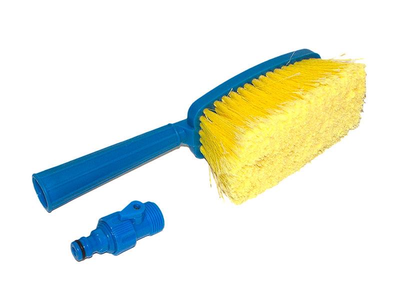 Щетка сметка DolleX, для мытья автомобиля под шланг, с краником, длина 36 смWSH-1913Щетка под шланг для мытья автомобиля DolleX обладает рукояткой эргономичной формы и специальным клапаном для подсоединения шланга с водой. Щетка поможет быстро, качественно и бережно справиться с мытьем автомобиля. Расщепленные волоски щетины не поцарапают кузов. Щетка оснащена краником для подачи/перекрытия воды.Длина щетки: 36 см.Размер рабочей части: 16 х 8 см.Длина щетины: 6 см.