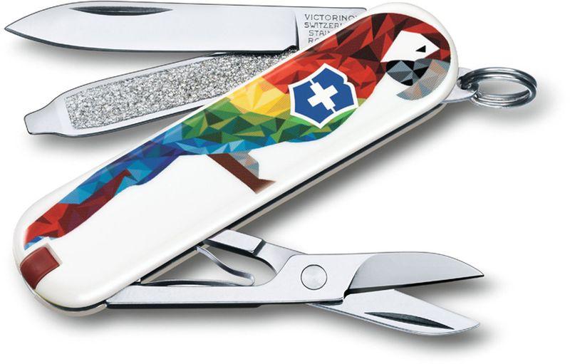 Нож-брелок Victorinox Classic. Guacamaya, длина 5,8 см0.6223.L1709Лезвие складного ножа-брелока Victorinox Classic. Guacamaya изготовлено из высококачественной нержавеющей стали. Ручка, выполненная из прочного пластика, обеспечивает надежный и удобный хват. Нож имеет компактные размеры и не занимает много места.Хорошее качество, надежный долговечный материал и эргономичная рукоятка - что может быть удобнее на природе или на пикнике!В комплекте чехол, изготовленный из искусственной кожи.Функции ножа:Лезвие.Пилка для ногтей с отверткой.Ножницы.Кольцо для ключей.Пинцет.Зубочистка.Длина ножа в сложенном виде: 5,8 см.Длина ножа в разложенном виде: 9,8 см.Дизайн рукояти: GuacamayaРекомендуемые аксессуары:Инструмент для заточки: 4.3311, 4.3323Держатели на ремень: 4.1853, 4.1858, 4.1859, 4.1860Цепочки длинные: 4.1813, 4.1814, 4.1815Цепочки короткие: 4.1820Комбинированные цепочки: 4.1854Шнурок с карабином: 4.1879