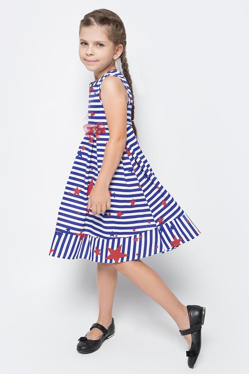 Платье для девочки M&D, цвет: белый, синий, красный. SJD27042M23. Размер 110SJD27042M23Платье для девочки от бренда M&D приведет в восторг вашу юную модницу! Платье изготовлено из натурального хлопка. Модель с круглым вырезом горловины, отрезной талией и без рукавов оформлено полосатым принтом. Изделие застегивается на пуговицу на спинке. Пышная юбочка со складками придает платью воздушности и очарования. На талии - декоративный элемент в виде якоря и бантик. В таком платье ваша малышка всегда будет в центре внимания.