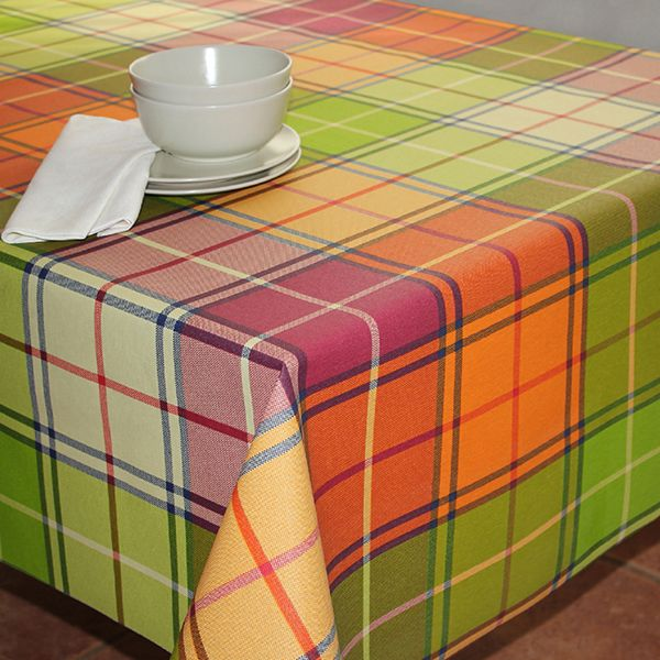 Скатерть Protec Textil Alba. Кантри, прямоугольная, цвет: зеленый, 120 х 140 см5206Эксклюзивная и стильная скатерть Protec Textil состоит на 80% из хлопка и на 20% из полиэстера. Специальная обработка придает ткани термостойкость и влагоустойчивость. Технология производства изделий отвечает новейшим европейским стандартам. Полотна отличаются высочайшими качественными характеристиками: высокими показателями износостойкости, цветостойкости и цветопередачи, прочности ткани на разрыв, низкими показателями истираемости полотна при многократном использовании изделия. Скатерть обладает высокой плотностью, не скользит и не перемещается на поверхности стола, легко протирается влажной тканью, возможна деликатная стирка при температуре не выше 30 градусов. Коллекция скатертей Alba - это тренд современной хозяйки, которая предпочитает стиль и качество в сочетании с практичностью.