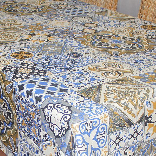 Скатерть Protec Textil Alba. Мозаика, прямоугольная, цвет: синий, 120 х 140 см6127Эксклюзивная и стильная скатерть Protec Textil состоит на 80% из хлопка и на 20% из полиэстера. Специальная обработка придает ткани термостойкость и влагоустойчивость. Технология производства изделий отвечает новейшим европейским стандартам. Полотна отличаются высочайшими качественными характеристиками: высокими показателями износостойкости, цветостойкости и цветопередачи, прочности ткани на разрыв, низкими показателями истираемости полотна при многократном использовании изделия.Скатерть обладает высокой плотностью, не скользит и не перемещается на поверхности стола, легко протирается влажной тканью, возможна деликатная стирка при температуре не выше 30 градусов. Коллекция скатертей Alba - это тренд современной хозяйки, которая предпочитает стиль и качество в сочетании с практичностью.