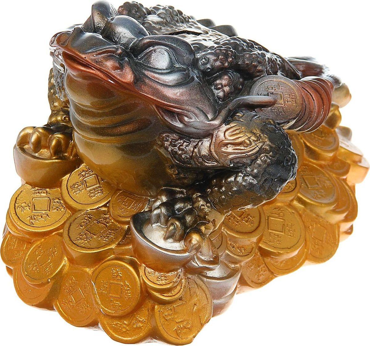 Копилка Premium Gips Денежная жаба, 33 х 20 х 23 см1184670Хотите накопить на свою заветную мечту? С помощью данного изделия вы сможете сделать это без удара по бюджету! Трёхлапая жаба с монеткой во рту является очень сильным денежным талисманом, который приносит богатство, финансовую удачу и процветание. Иногда это животное используют как символ долголетия, потому что некоторые их виды живут до 40 лет.Согласно фэн-шуй, копилки с деньгами целесообразно хранить в западной или северо-западной частях помещения.