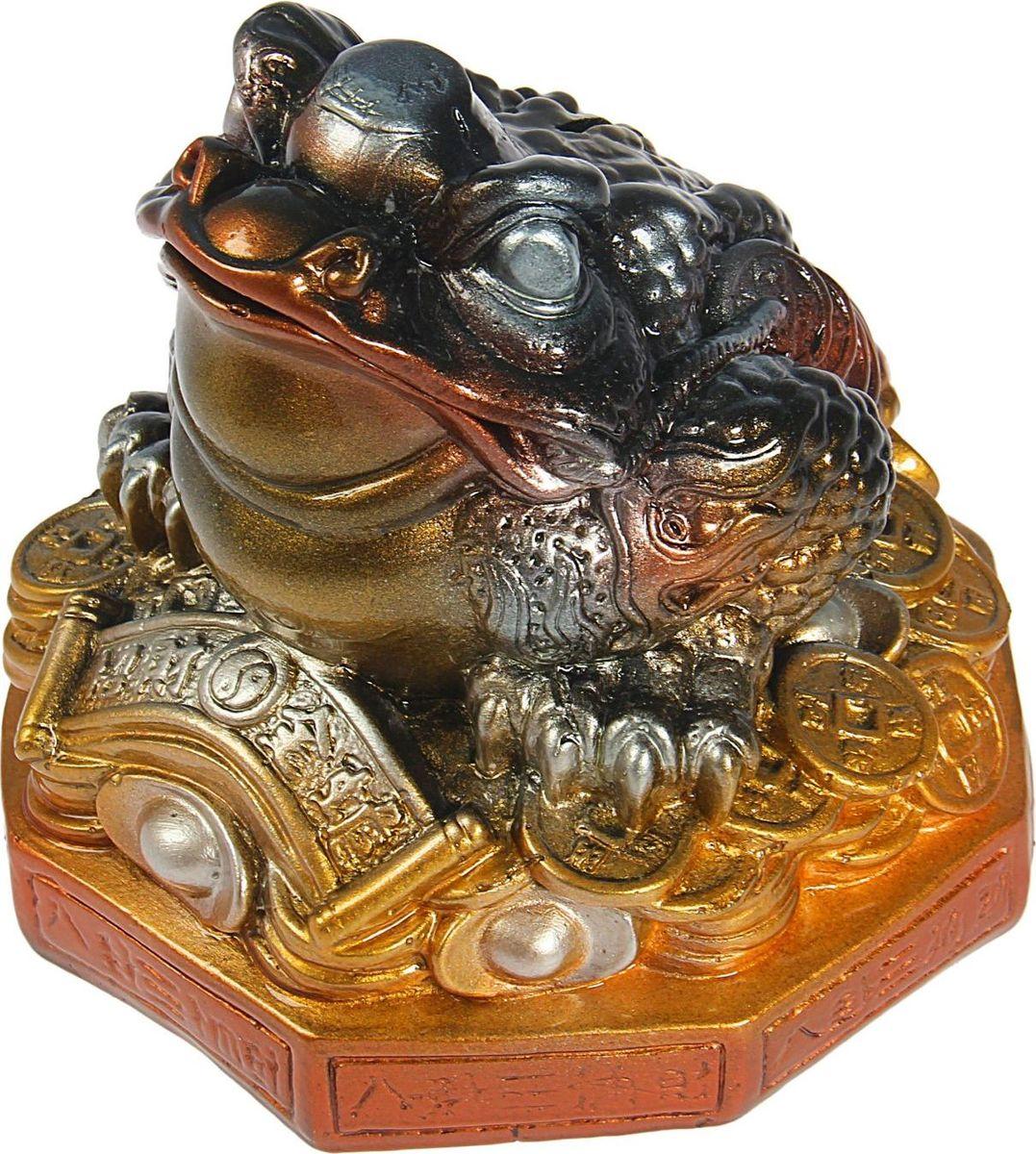 Копилка Premium Gips Денежная жаба, 17 х 17 х 18 см1184673Хотите накопить на свою заветную мечту? С помощью данного изделия вы сможете сделать это без удара по бюджету! Трёхлапая жаба с монеткой во рту является очень сильным денежным талисманом, который приносит богатство, финансовую удачу и процветание. Иногда это животное используют как символ долголетия, потому что некоторые их виды живут до 40 лет.Согласно фэн-шуй, копилки с деньгами целесообразно хранить в западной или северо-западной частях помещения.