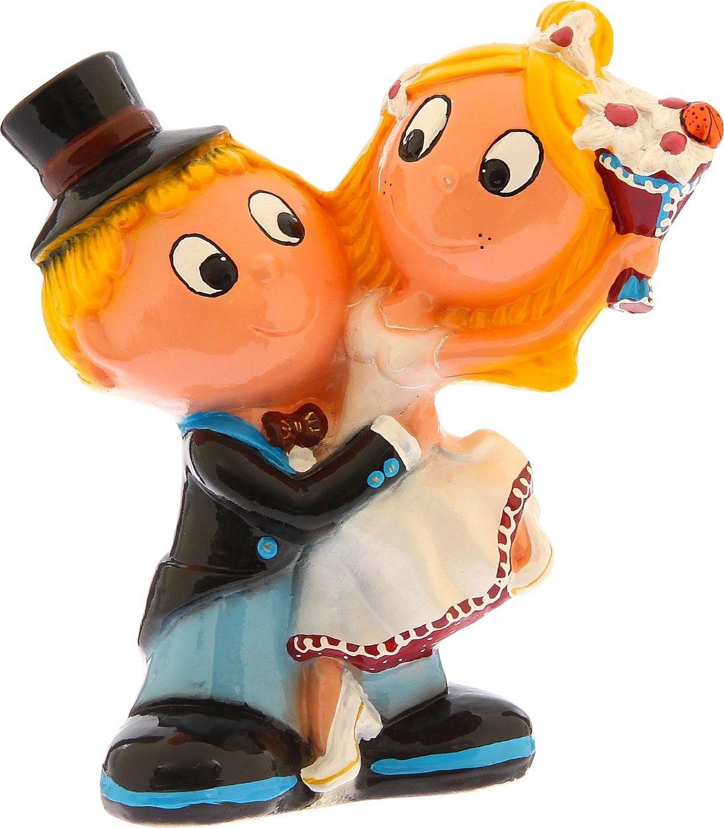 Копилка Керамика ручной работы Жених и невеста, 14 х 22 х 28 см1235138Копилка Жених и невеста — отличный подарок на профессиональный праздник или день рождения. Забавный небольшой сувенир вызовет искреннюю улыбку у ваших коллег, друзей и родных.Обращаем ваше внимание, что копилка является одноразовой.