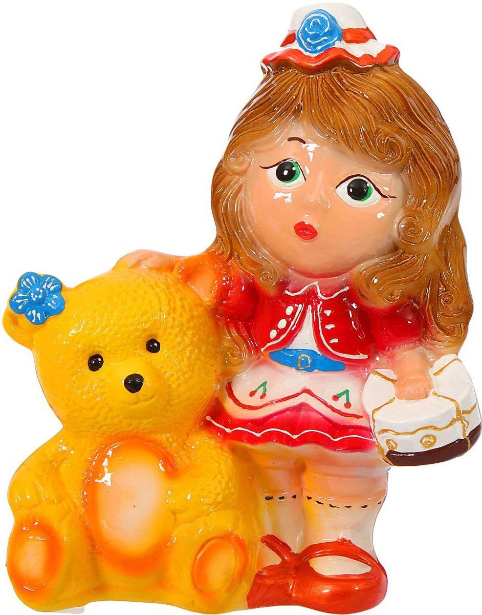 Копилка Керамика ручной работы Девочка с медведем, 11 х 20 х 28 см193356Копилка для ребёнка поможет родителям в воспитательном процессе. Поощряйте чадо монетками за хорошие дела: уборку игрушек, выполнение заданий, выученное стихотворение. Предложите ему откладывать на то, а чём он так мечтает. Так малыш станет более ответственным, а процесс накопления денег превратится в игру. Изделие с забавным животным станет ярким украшением детской комнаты.Обращаем ваше внимание, что копилка является одноразовой.