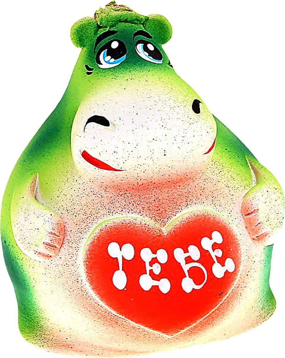 Копилка Бегемотик, цвет: зеленый, 10 х 12 х 11,5 см. 488999488999Копилка — универсальный вариант подарка любому человеку, ведь каждый из нас мечтает о какой-то дорогостоящей вещи и откладывает или собирается откладывать деньги на её приобретение. Вместительная копилка станет прекрасным хранителем сбережений и украшением интерьера. Она выглядит так ярко и эффектно, что проходя мимо, обязательно захочется забросить пару монет.Копилка является многоразовой, что позволит вам воспользоваться накопленными деньгами в любой момент.