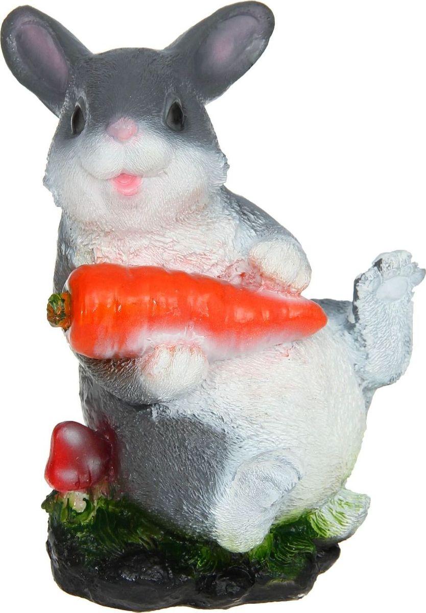Копилка Зайчик с морковкой на лужайке, 12 х 12 х 22 см780573Копилка — универсальный вариант подарка любому человеку, ведь каждый из нас мечтает о какой-то дорогостоящей вещи и откладывает или собирается откладывать деньги на её приобретение. Вместительная копилка станет прекрасным хранителем сбережений и украшением интерьера. Она выглядит так ярко и эффектно, что проходя мимо, обязательно захочется забросить пару монет.Обращаем ваше внимание, что копилка является одноразовой.