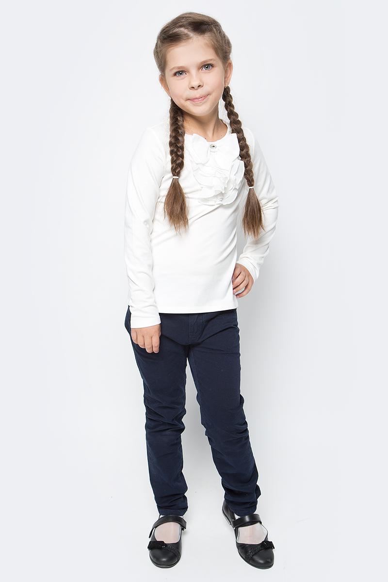 Блузка для девочки Vitacci, цвет: слоновая кость. 2173082-25. Размер 1282173082-25Школьная блузка для девочки от Vitacci выполнена из эластичного хлопкового трикотажа. Модель с длинными рукавами и круглым вырезом горловины на полочке оформлена жабо.