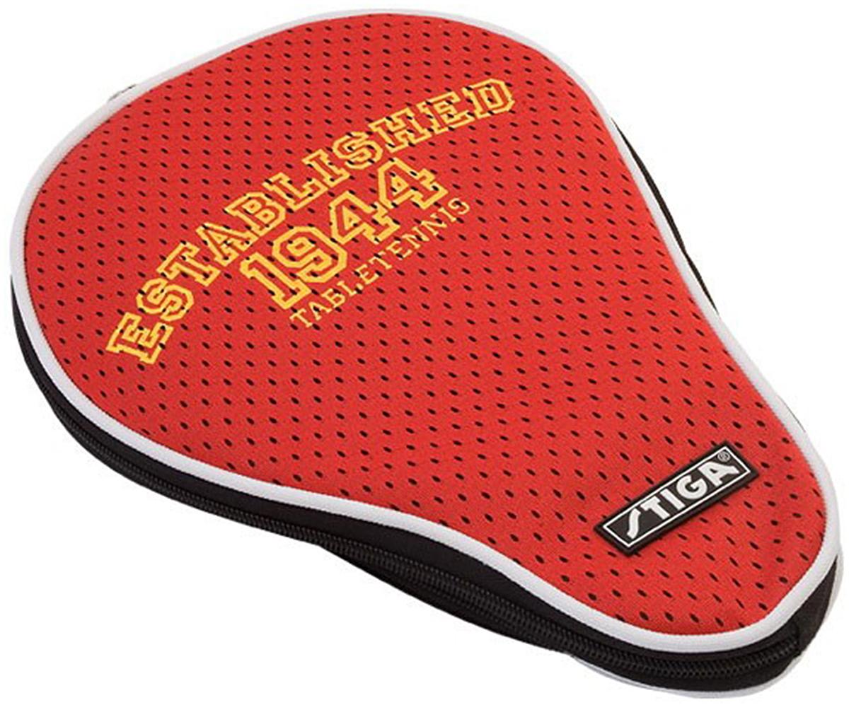 Чехол для ракетки Stiga Competition, цвет: красный8856-03Одинарный чехол для ракетки Stiga Competition красного цвета, который не будет пачкаться и сохранит ракетку в первозданном виде. На этом цвете очень ярко смотрится надпись, выполненная в желтом цвете. Материал, который выбрал производитель для изготовления чехла - высококачественный полиэстер. Чехол имеет небольшой карман для хранения трех мячиков для настольного тенниса. Молния идет по широкой части этого чехла.