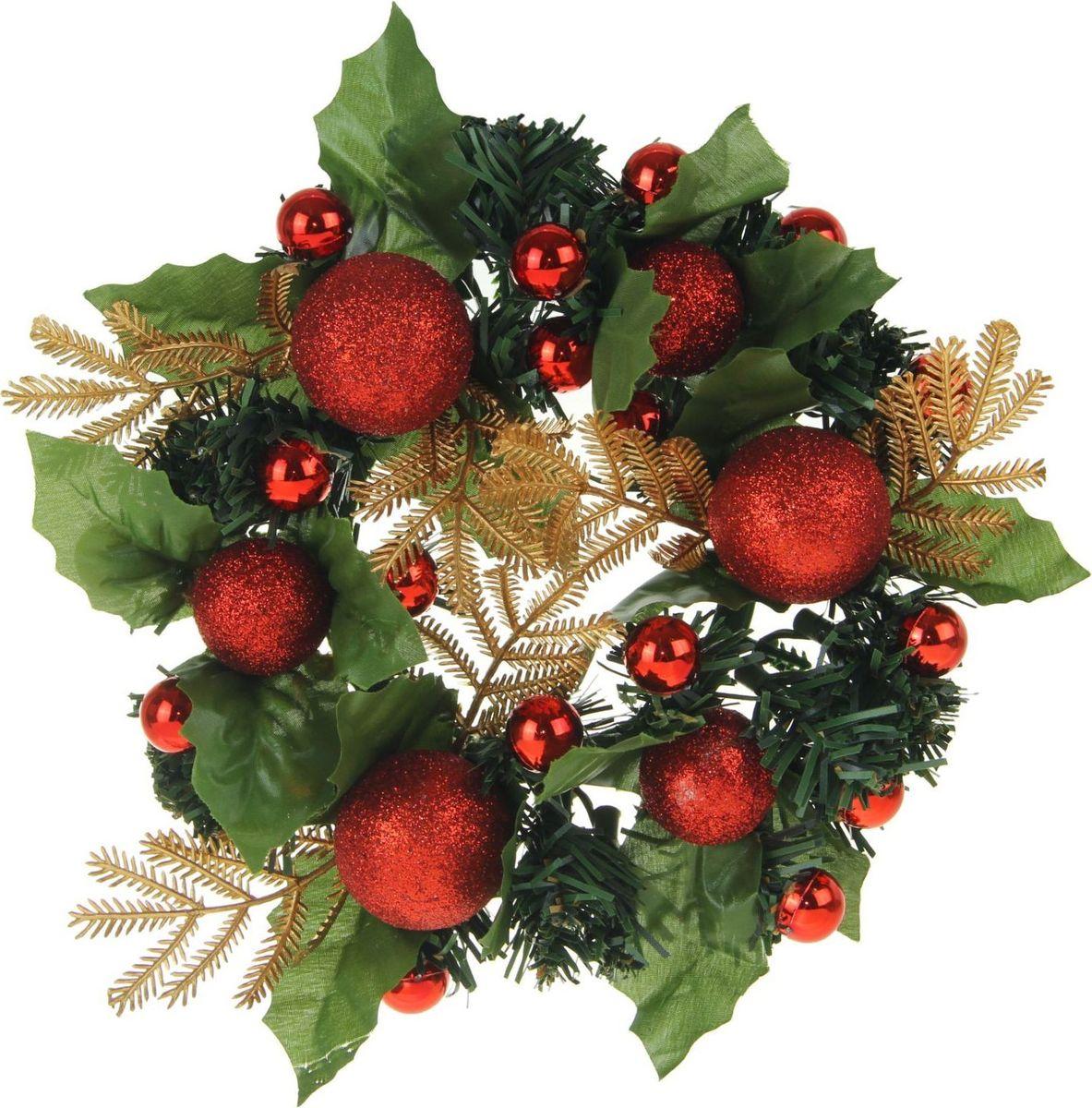 Венок новогодний Sima-land С красными шарами, диаметр 20 см1400106Рождественский венок был придуман теологом из Гамбурга Иоганном Хинрихом Вихерном. Он взял на воспитание несколько детишек из бедных семей, и они постоянно спрашивали, скоро ли наступит Рождество. Вихерн смастерил из деревянного колеса венок, на котором поставил свечи. Дети зажигали по одной каждый день и так отсчитывали время до праздника.Присоединяйтесь и вы к этой замечательной традиции! на дверях или стене напомнит о грядущем светлом дне и наполнит дом волшебным духом торжества.