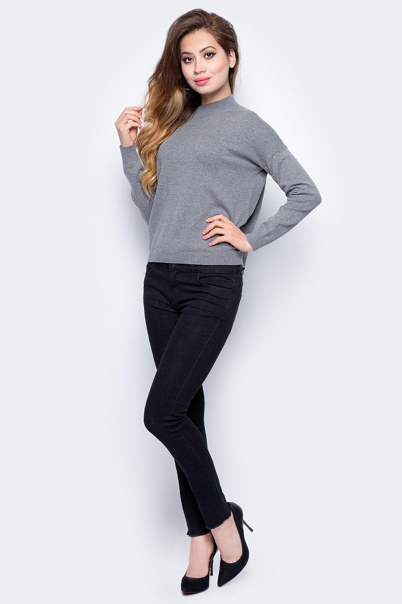 Джемпер женский Sela, цвет: темно-серый меланж. JR-114/1227-7321. Размер M (46)JR-114/1227-7321Женский джемпер от Sela выполнен из пряжи сложного состава. Модель с длинными рукавами со спущенным плечом и невысоким воротником-стойкой.
