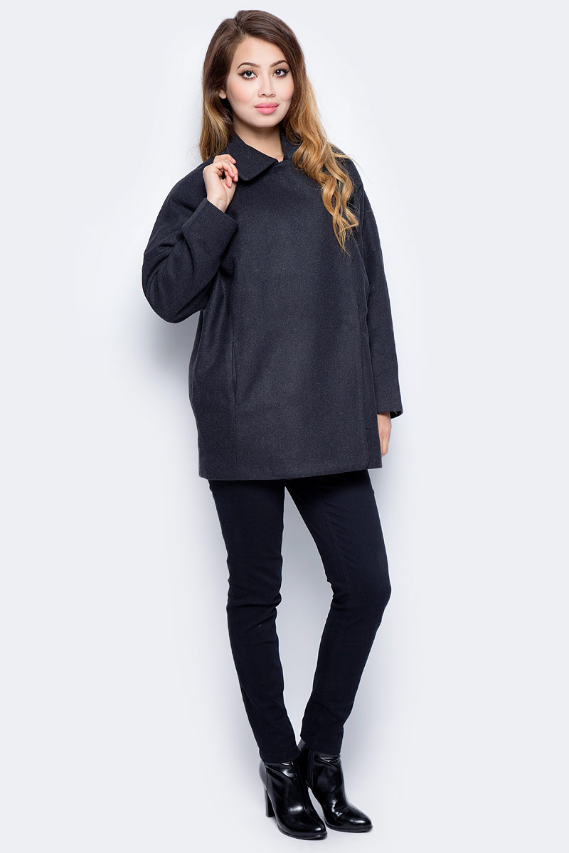 Пальто женское Sela, цвет: темно-синий. Ce-126/1013-7311. Размер L (48)Ce-126/1013-7311Стильное женское пальто от Sela выполнено из высококачественного материала с добавлением акрила и шерсти. Укороченная модель свободного кроя застегивается на пуговицы по типу кимоно. При необходимости рукава можно подогнуть.