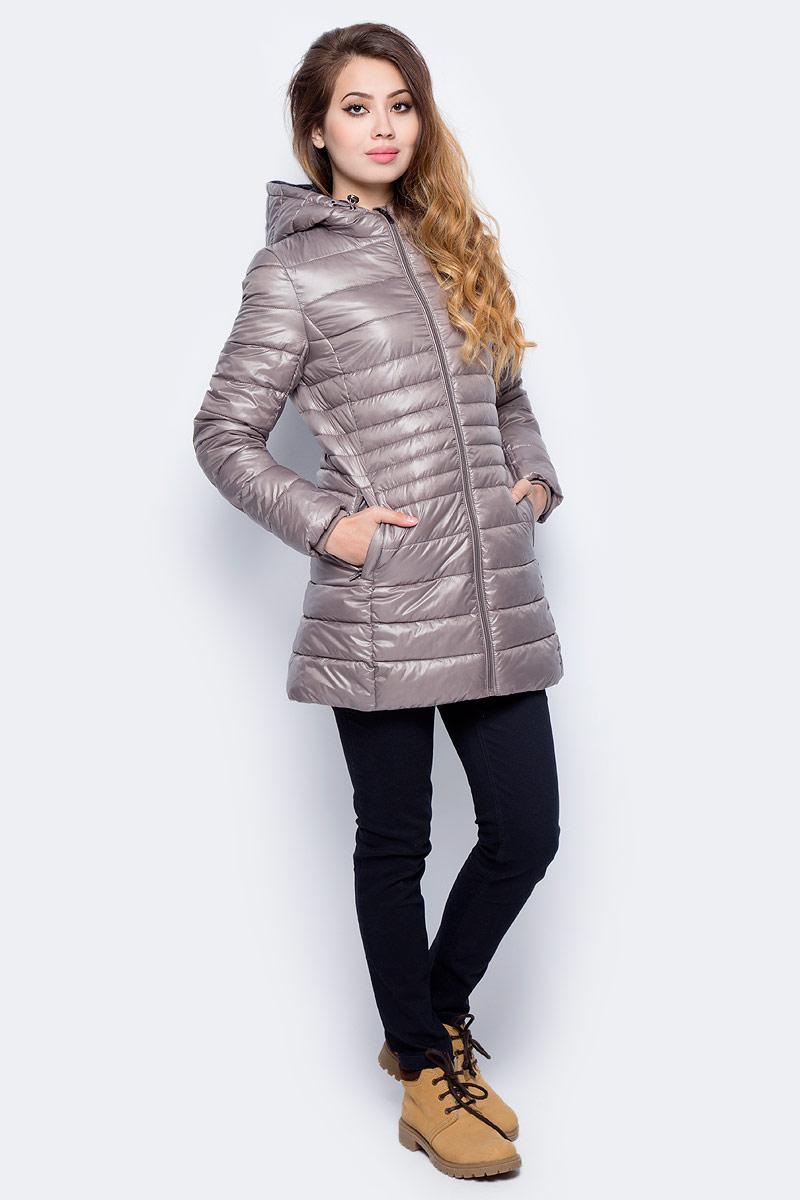 Куртка женская Sela, цвет: темно-бежевый. Cp-126/1008-7311. Размер M (46)Cp-126/1008-7311Стеганая куртка от Sela выполнена из курточной ткани с утеплителем из синтепона. Удлиненная модель полуприлегающего кроя с втачным капюшоном застегивается на молнию, по бокам имеются втачные карманы.