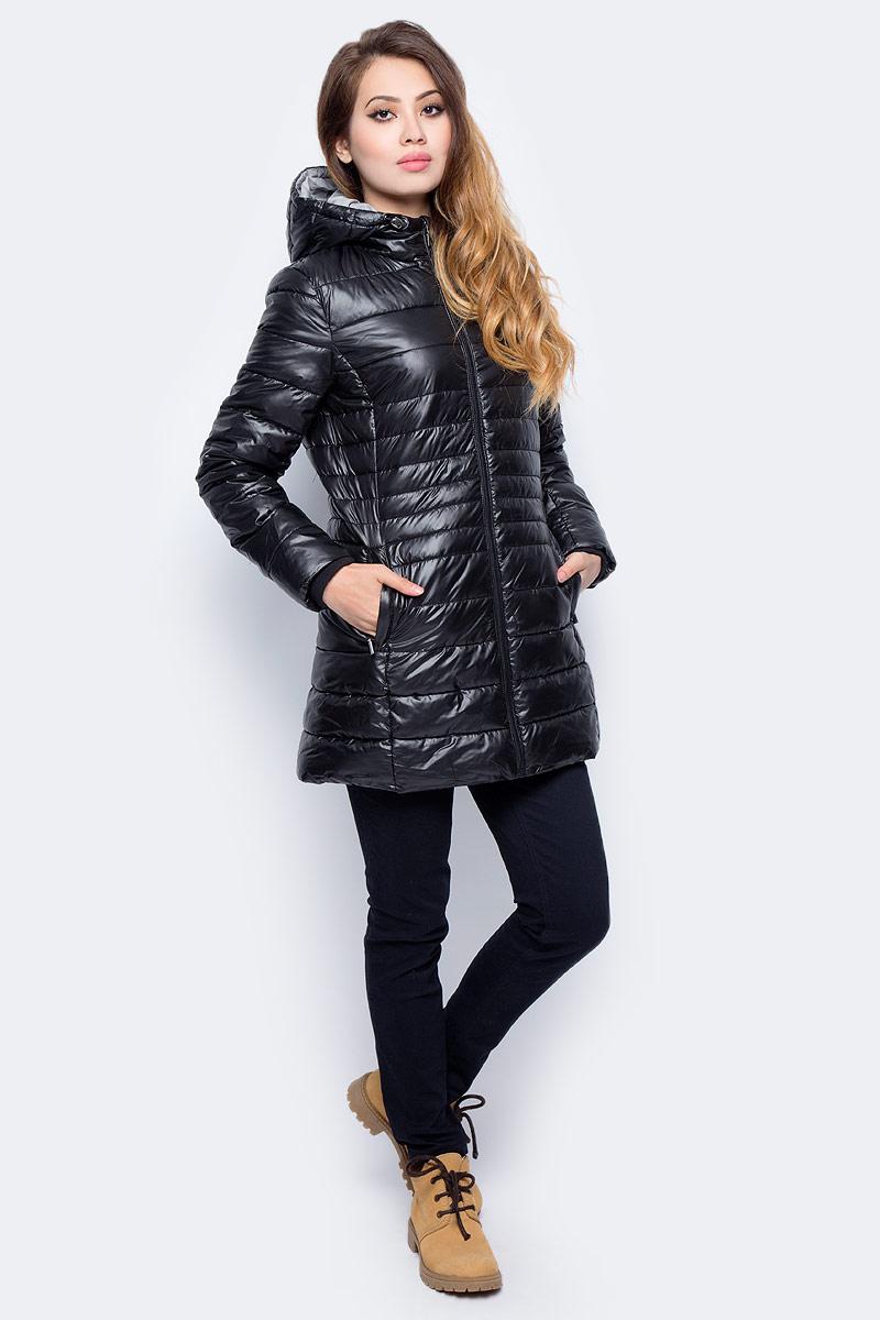 Куртка женская Sela, цвет: черный. Cp-126/1008-7311. Размер XXL (52)Cp-126/1008-7311Стеганая куртка от Sela выполнена из курточной ткани с утеплителем из синтепона. Удлиненная модель полуприлегающего кроя с втачным капюшоном застегивается на молнию, по бокам имеются втачные карманы.