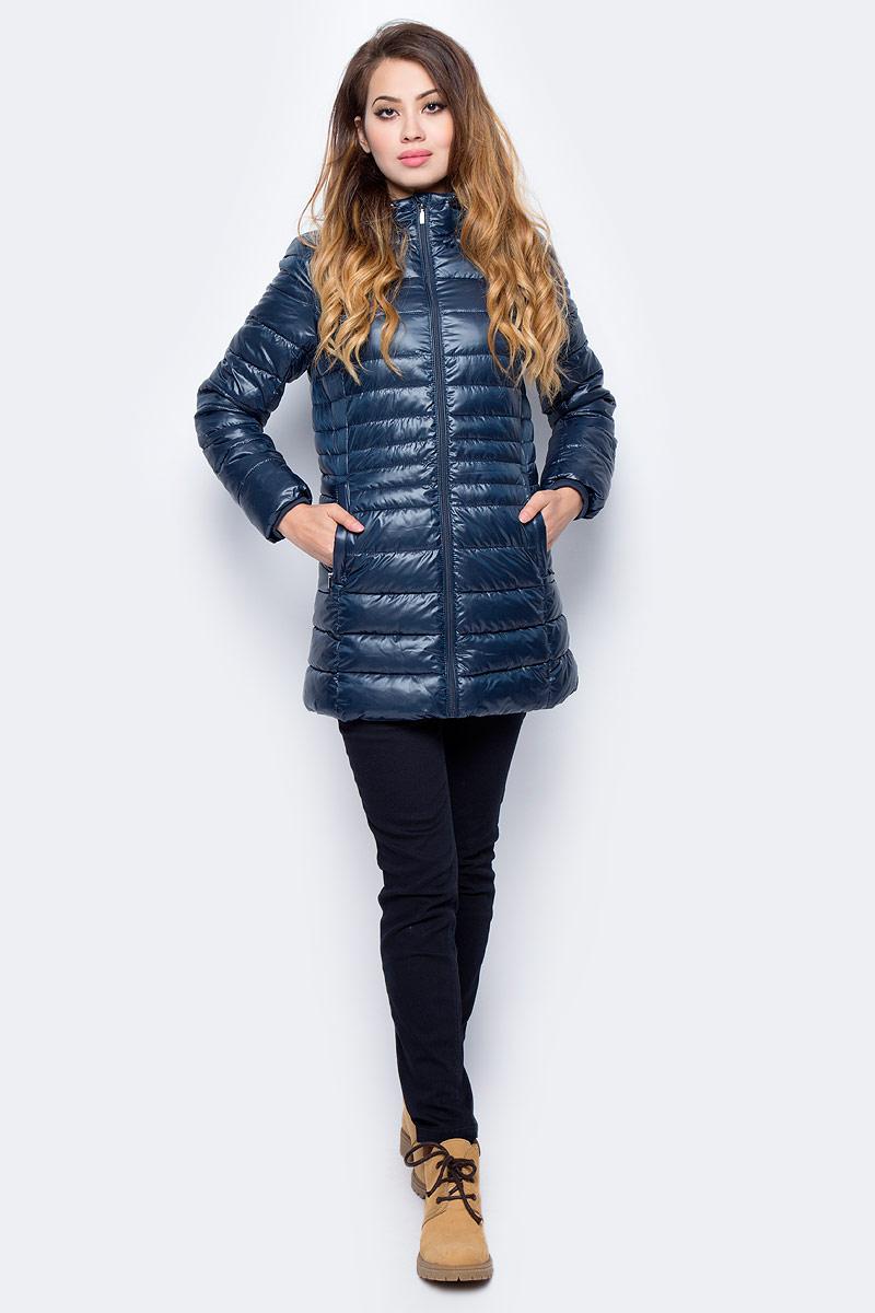 Куртка женская Sela, цвет: темный деним. Cp-126/1008-7311. Размер XS (42)Cp-126/1008-7311Стеганая куртка от Sela выполнена из курточной ткани с утеплителем из синтепона. Удлиненная модель полуприлегающего кроя с втачным капюшоном застегивается на молнию, по бокам имеются втачные карманы.