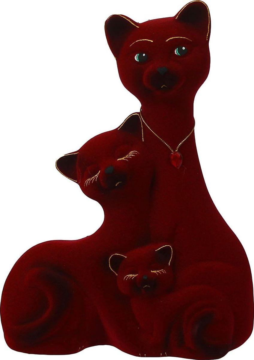 Копилка Керамика ручной работы Семейство котов, цвет: бордовый, 12 х 24 х 34 см1040576Помните, как порой бывают необходимы не очень большие средства на какое-то нужное и важное дело, но они отсутствуют? Забудьте. В тот момент у вас не было копилки, которая помогла бы в сбережении денег. Изделие в виде котов поспособствует изгнанию злых духов из дома и защищает от сглаза. Кот символизирует домашний уют, тепло семейных отношений, психологический и эмоциональный комфорт.Обращаем ваше внимание, что копилка является одноразовой.