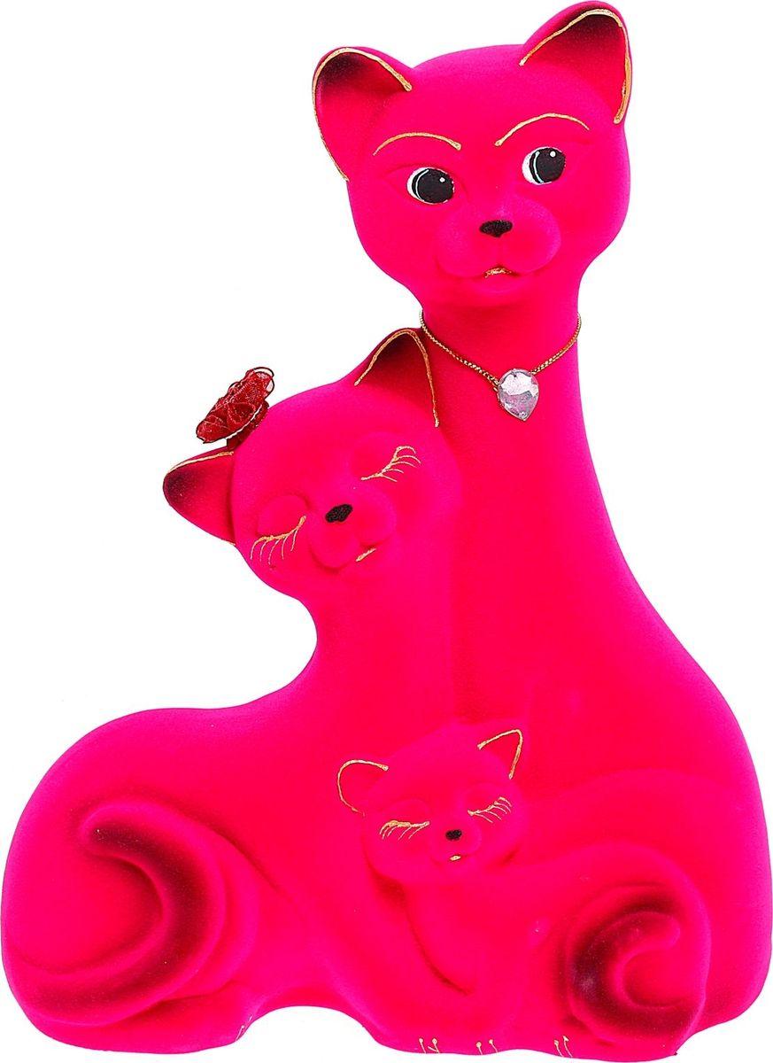 Копилка Керамика ручной работы Семейство котов, цвет: ярко-розовый, 11 х 24 х 33 см1040577Помните, как порой бывают необходимы не очень большие средства на какое-то нужное и важное дело, но они отсутствуют? Забудьте. В тот момент у вас не было копилки, которая помогла бы в сбережении денег. Изделие в виде котов поспособствует изгнанию злых духов из дома и защищает от сглаза. Кот символизирует домашний уют, тепло семейных отношений, психологический и эмоциональный комфорт.Обращаем ваше внимание, что копилка является одноразовой.
