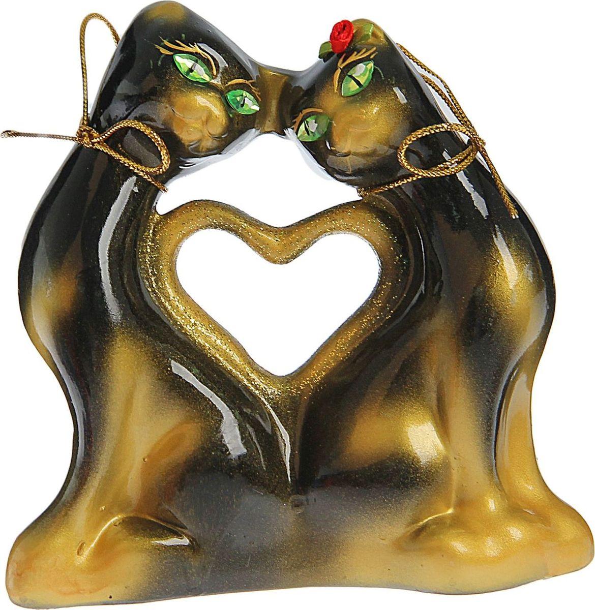 Копилка Керамика ручной работы Котики с сердцем, 5 х 16 х 16 см1528538Помните, как порой бывают необходимы не очень большие средства на какое-то нужное и важное дело, но они отсутствуют? Забудьте. В тот момент у вас не было копилки, которая помогла бы в сбережении денег. Изделие в виде котов поспособствует изгнанию злых духов из дома и защищает от сглаза. Кот символизирует домашний уют, тепло семейных отношений, психологический и эмоциональный комфорт.