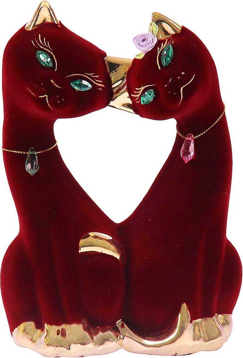 Копилка Керамика ручной работы Парочка котиков, 8 х 14 х 24 см659712Помните, как порой бывают необходимы не очень большие средства на какое-то нужное и важное дело, но они отсутствуют? Забудьте. В тот момент у вас не было копилки, которая помогла бы в сбережении денег. Изделие в виде котов поспособствует изгнанию злых духов из дома и защищает от сглаза. Кот символизирует домашний уют, тепло семейных отношений, психологический и эмоциональный комфорт.