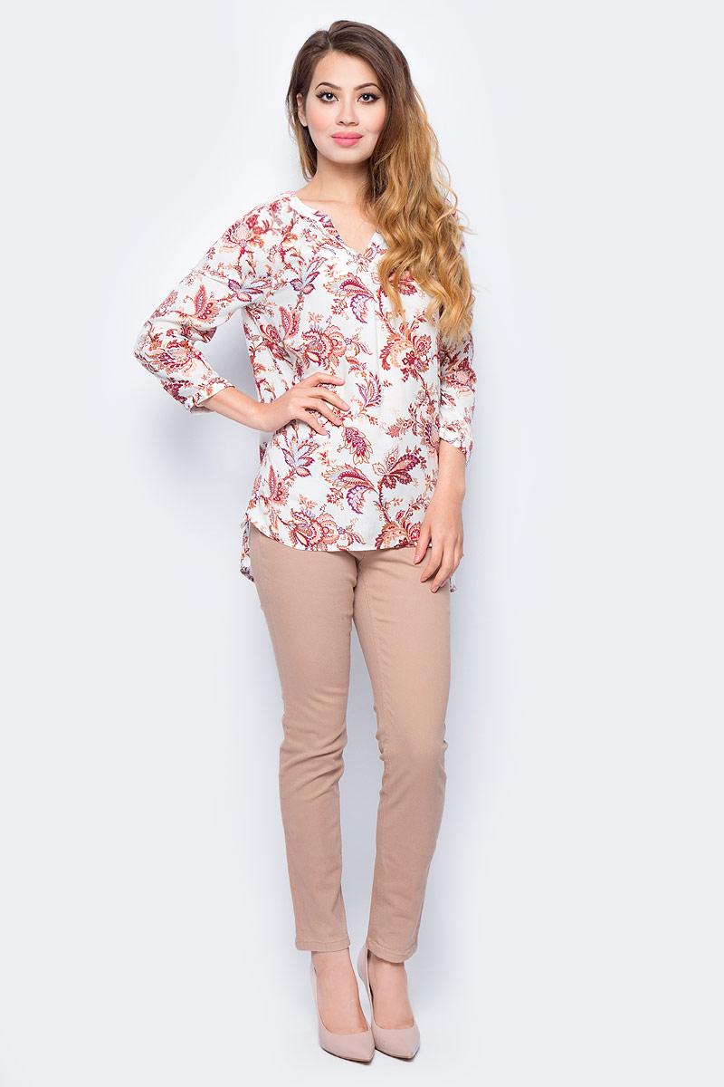 Блузка женская Sela, цвет: молочный. B-112/1276-7380. Размер 46B-112/1276-7380Женская блузка от Sela выполнена из вискозного материала. Модель свободного кроя с рукавами длиной 3/4 застегивается на пуговицы.