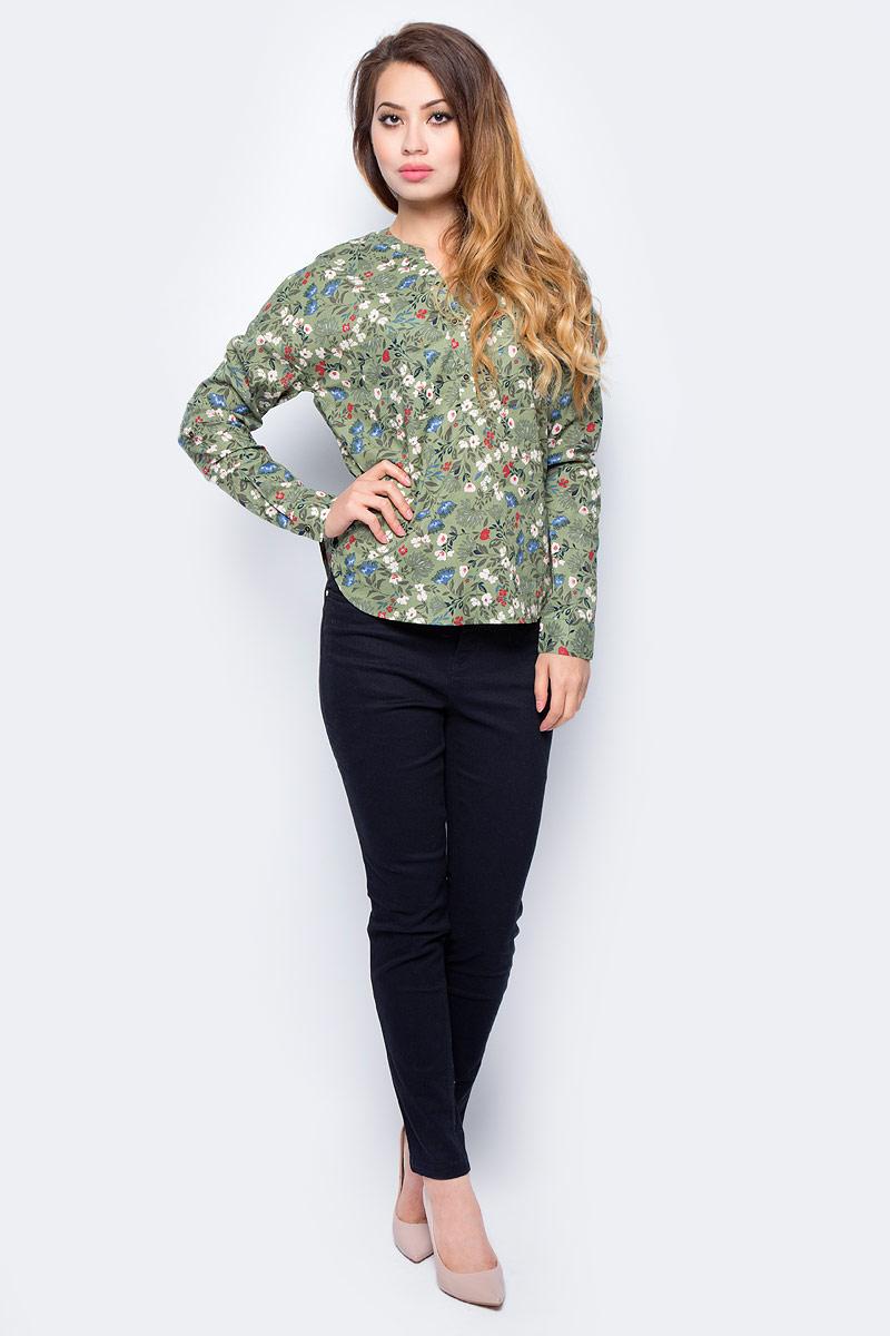 Блузка женская Sela, цвет: бледный хаки. B-312/1180-7311. Размер 50B-312/1180-7311Женская блузка от Sela выполнена из натурального хлопка. Модель полуприталенного кроя с длинными рукавами на груди застегивается на пуговицы.