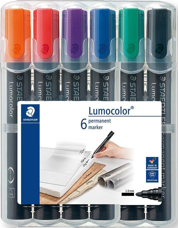 Staedtler Набор перманентных маркеров Lumocolor 352 6 шт352WP6Набор перманентных маркеров 352 серии в пластиковой упаковке-подставке, 6 шт., 6 ярких цветов. Превосходная защита от смазывания и водоустойчивые характеристики на большинстве гладких поверхностей. Высыхает в считанные секунды, что делает его идеальным для левшей. Насыщенные цвета, слабый запах. Светоустойчивы. Защищенный круглый пишущий узел. Корпус и колпачок из полипропилена гарантируют долгий срок службы. Защита от высыхания - может быть оставлен без колпачка на несколько дней. Безопасно для самолетов - автоматическое выравнивание давления предотвращает от вытекания чернил на борту самолета. Чернила без ксилона и толуола.
