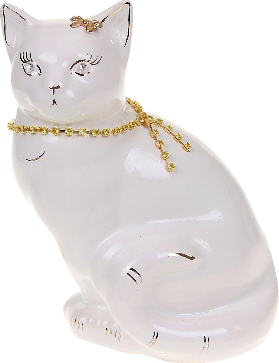 Копилка Керамика ручной работы Кошка Мурка, 12 х 15 х 20 см1067103Женщины любят баловать себя покупками для красоты и здоровья. С помощью такой копилки можно незаметно приблизиться к приобретению желаемого. Образ кошки всегда олицетворял привлекательность и символизировал домашнее спокойствие. Поставьте изделие возле предметов роскоши, и оно будет способствовать их преумножению.